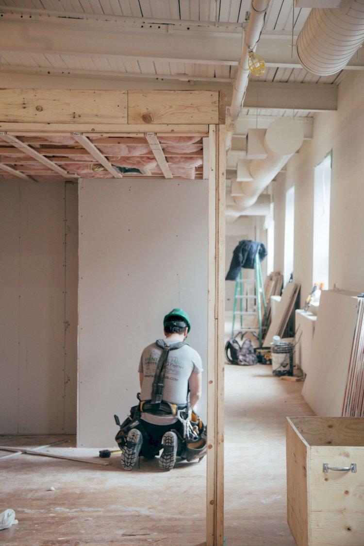 Isolation Phonique Mur Chambre isolation phonique et thermique : les normes à connaître